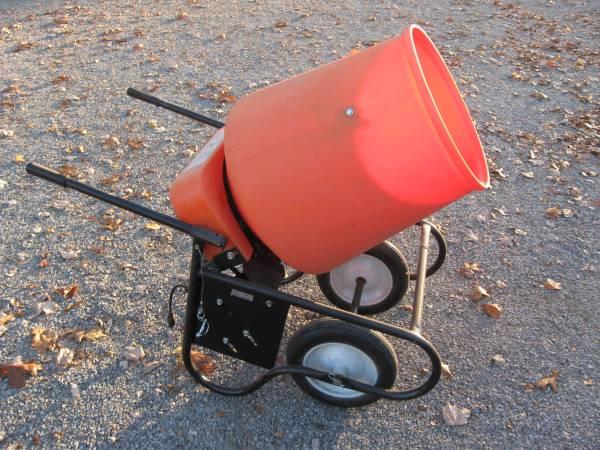 Photo concrete mixer - $250 (carmi)