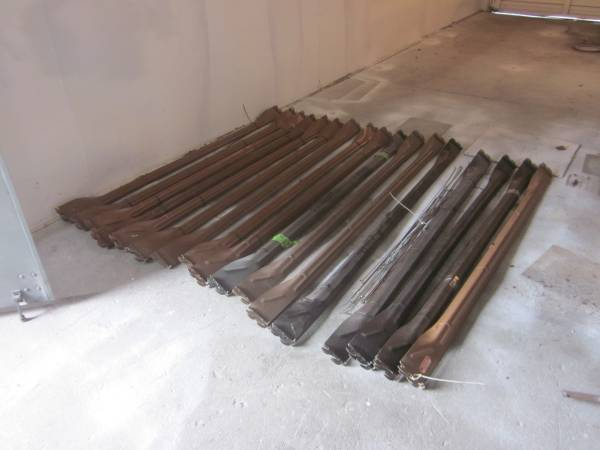 Photo 15 Sets of Twin - Full and 2 Sets of Queen - King Length Bed Rails (Hagerstown)