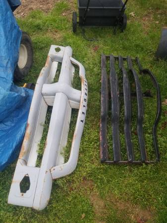 Photo 1949 chevy truck fenders grill and 1954 chevy truck grille - $50 (cumberland)