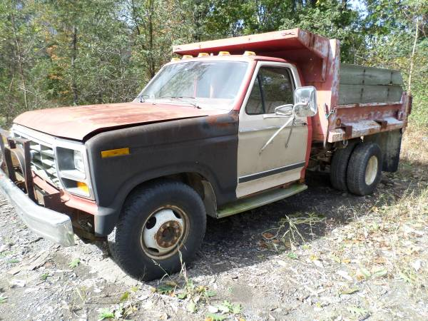 Photo 1985 Ford F350 pick up - $1,250