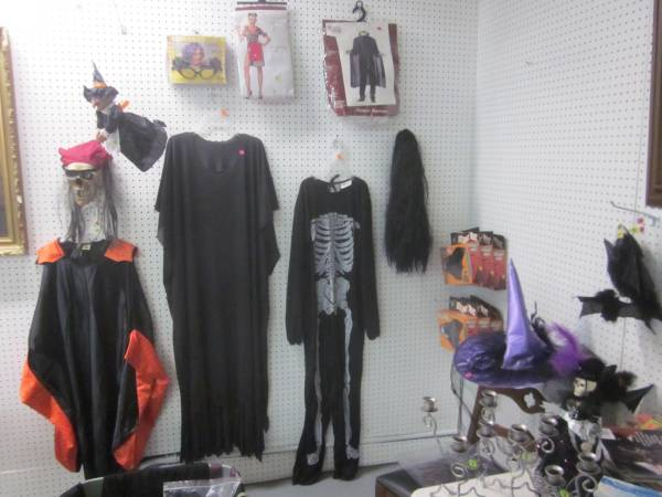 Photo Halloween costumes, wigs and decorations (Hagerstown)