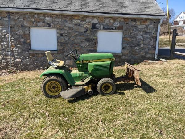 Photo John Deere 210 Lawn Tractor - $500 (Sabillasville)