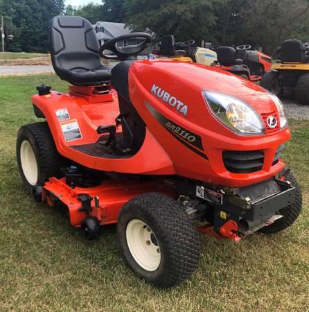 Photo Kubota GR2000 Dealer 4x4 Garden Tractor - $3,575