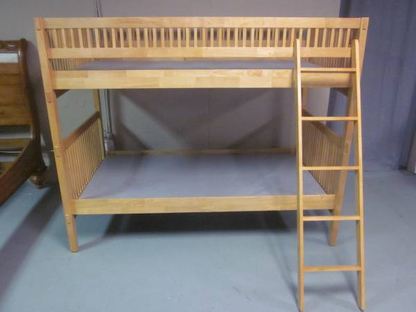 Photo Maple Bunk Bed - Solid Wood - or - 2 Matching Twin Beds - $265 (Hagerstown)