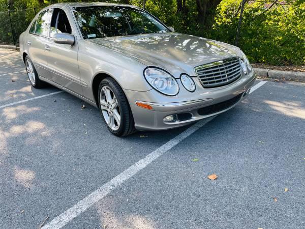 Photo Mercedes Benz E500 - $5,500