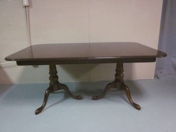 Photo Solid wood Queen Anne dining table - $165 (Hagerstown)