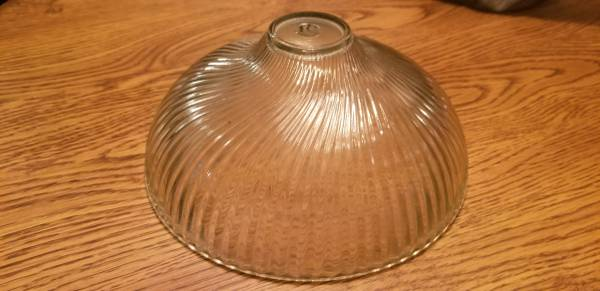Photo VINTAGE Victorian Deco Style Glass L Shade Rib Swirl 12 in hole - $18 (Winchester)