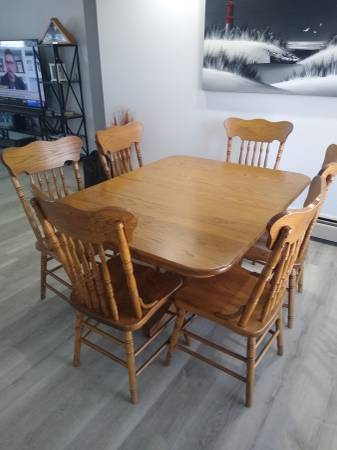 Photo Whispering Pines Red Oak Dining Room Set - $1,750 (Fort Ashby)