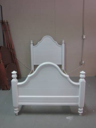 Photo White twin size bed - $255 (Hagerstown)