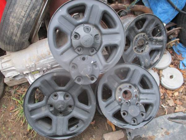Photo jeep wrangler jk 16 inch steel rims 2010 5 on 5 - $100 (cumberland)