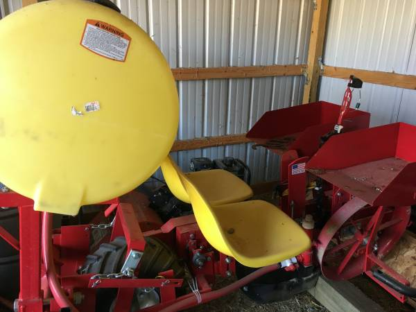 Photo 2019 Mechanical Hemp Transplanter - $5000 (Whitewater)