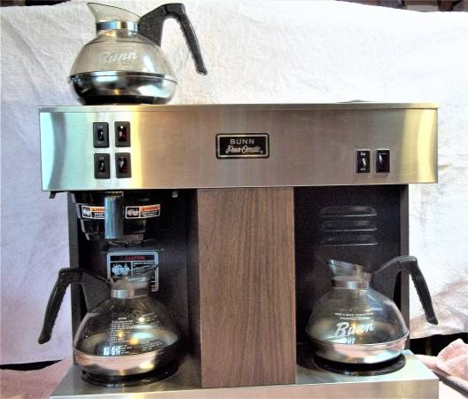Photo Bunn VPS 12 Cup Commercial Coffee Maker, With Decanters. - $125 (Cedaredge)