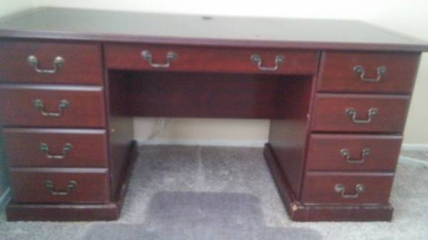 Photo Cherry desk with 3 file drawers - $200 (Craig)