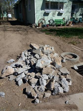 Photo Curb Alert Free concrete pile (Grand Junction)