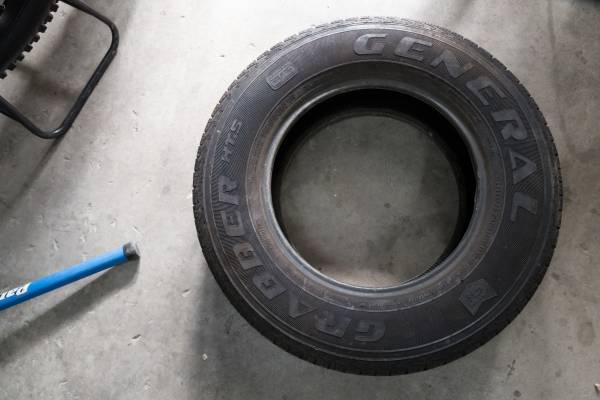 Photo FREE - Single General Grabber LT24575R17 Tire (Durango)