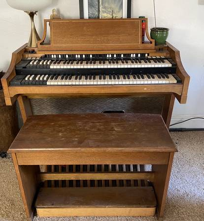 Photo Hammond A-100 Organ OBO (same as a B-3) - $550 (Minturn)