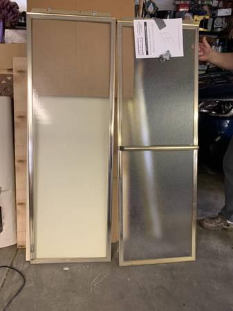 Photo RV bypass shower doors (Fruita)