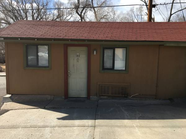 Photo Small Studio with Mini Fridge and Microwave ALL Utilities Included