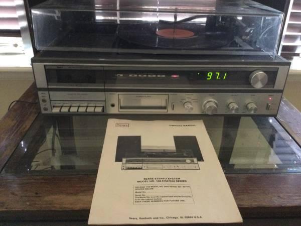 Photo Vintage Sears Stereo 8 Track  cassette am fm  record player - $50 (Montrose GJ)