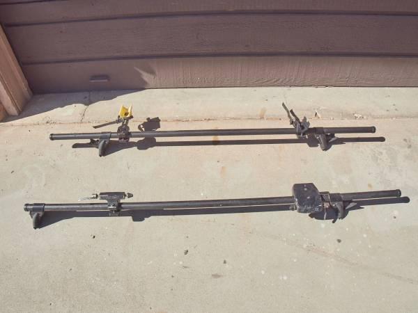 Photo Yakima roof rack - $75