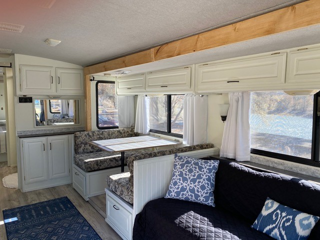 Photo Used 1999 Fleetwood Class A RV  $29900