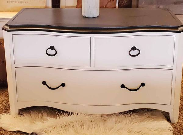 Photo solid wood chest dresser tv stand - $180 (loma)