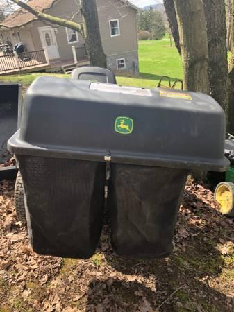 Photo John Deere grass bagger - $200 (New Cumberland)