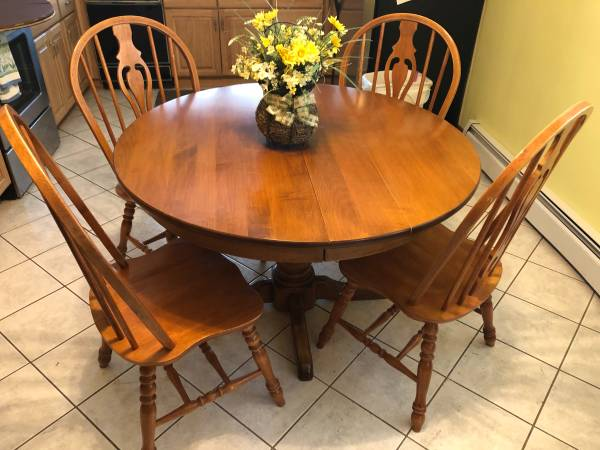 Photo Kitchen Table  chairs - $350 (Wheeling)
