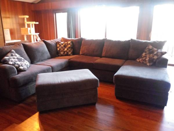 Photo Large Gray Sectional with Ottoman - $800 (Wheeling)