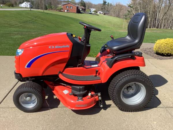 Photo (NEW) SIMPLICITY CONQUEST LAWN TRACTOR - $3,899