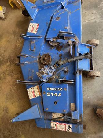 Photo New Holland belly mower - $1,100 (Parkersburg)
