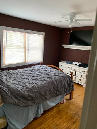 Photo Room  whole house I39m quiet neighborhood(all utilities Included) (Jefferson hills)