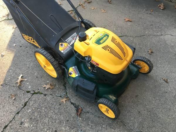 Photo Yard-man 21quot Lawn Mower  Mulcher 139cc - $75 (St. Clairsville)