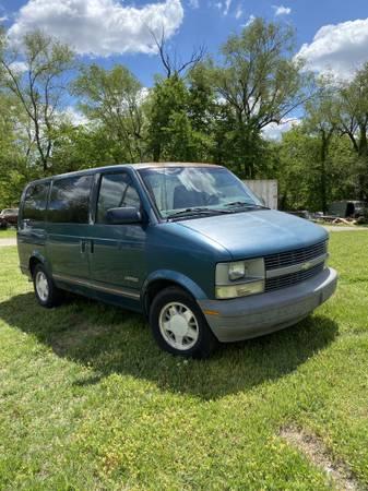 Photo 1995 Chevy Astro Minivan - $1400 (Derby)