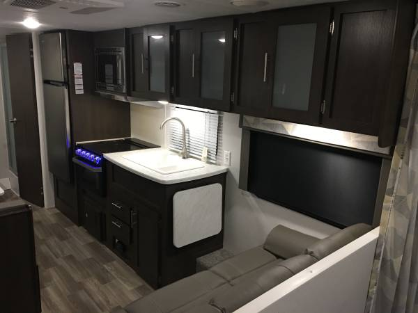 Photo AS NEW AND REDUCED $3000 - 2020 WILDWOOD 241QBXL - $126 MO. - $15,788 (Tulsa)