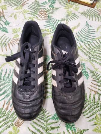 Photo Adidas Questra indoor outdoor turf soccer cleats size Mens 9 leather - $25 (Wichita)