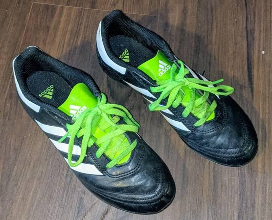 Photo Boys soccer cleats  shoes Adidas PRB 001 - $8 (West Wichita)