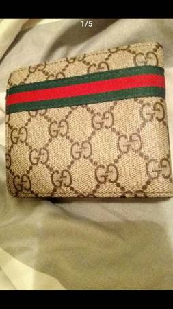 Photo Brand New Authentic Gucci Wallet serial 60223 - $280 (Wichita)