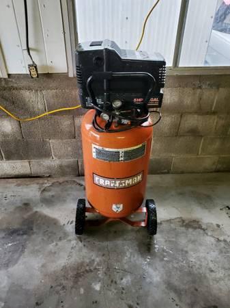 Photo Craftsman 22 gal air compressor - $150 (Wichita ks)