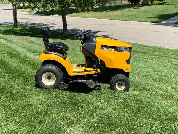 Photo Cub Cadet XT1 46 tractor mower for sale - $1,200 (West Wichita)