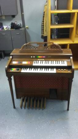 Photo Electric Organ and Bench Works Perfectly, Has Headphone Jack. - $65 (31st. S. and Meridian, Wichita, KS)