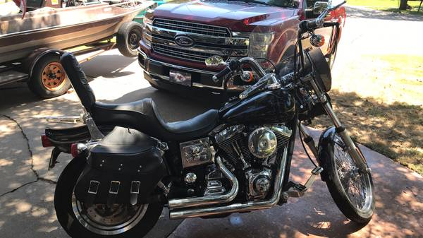 Photo FXDWG Dyna wideGlide Harley - $3,900 (Wichita)