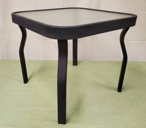 Photo Flat Black Metal  Glass End Table Indoor or Outdoor - $10 (Wichita)