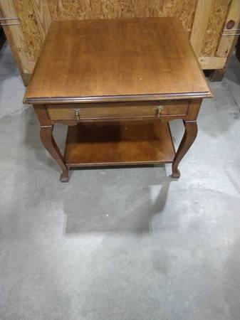 Photo Folio Four Henredon End Table wdrawer, 22 12 x 27 in. - $30 (NW Wichita)