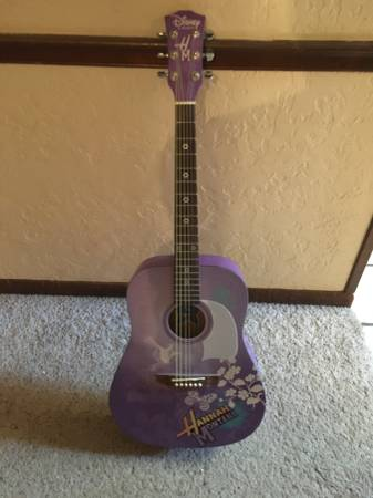 Photo Hannah Montana Acoustic Guitar (Andover)