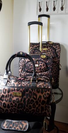 Photo Jessica Simpson 3 suitcases bags luggage travel leopard by owner - $99 (Wichita, KS)