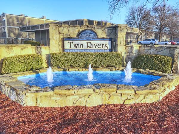 Photo Near Downtown Two Bedroom - Twin Rivers (Wichita)