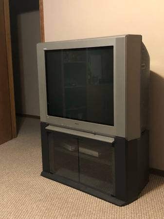 Photo Sony Trinitron TV - $200 (Wichita)