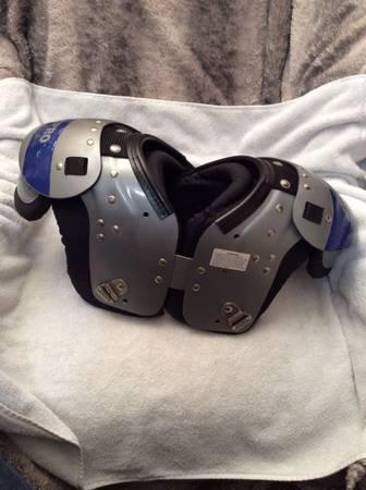Photo Chro Airtech Kids Football shoulder pads - $20 (SE OKC)