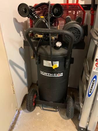 Photo North Star 20 Gallon Air Compressor - $480 (Flower Mound)